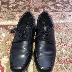 Boys black smart fit 2 1/2 shoe worn once